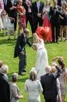 Ein großer roter Ballon für das Brautpaar flog zur Hochzeit in Velen