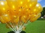 Zur Goldenen Hochzeit flogen goldene Ballons in Bergamen
