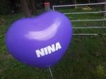 In Haltern am See flogen lila farbende  Ballons zur Hochzeit